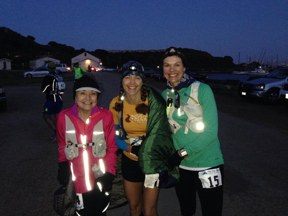 At the start of the nighttime marathon with friends Eldrith Gosney (L) and Claudia Graetsch-Vasquez (R); this shows the headlamp/buff combo I recommend.