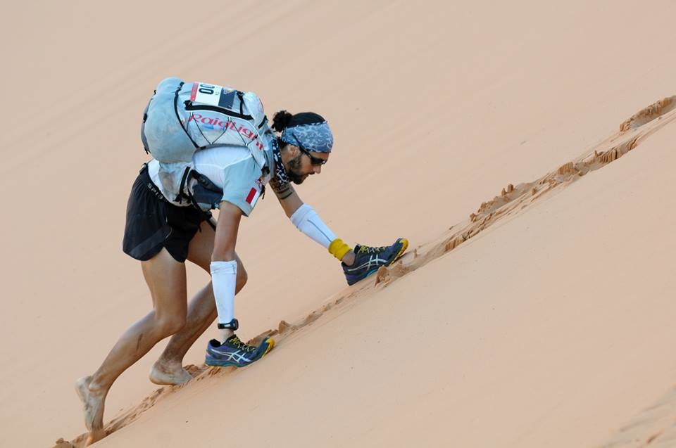 Michele Graglia, the Grand to Grand Ultra champ, doing the dunes.