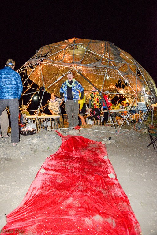 The Ants Knoll Aid Station seen at night, complete with a red carpet at the entranceway. Photo by Emina Alibegouic via Facebook.
